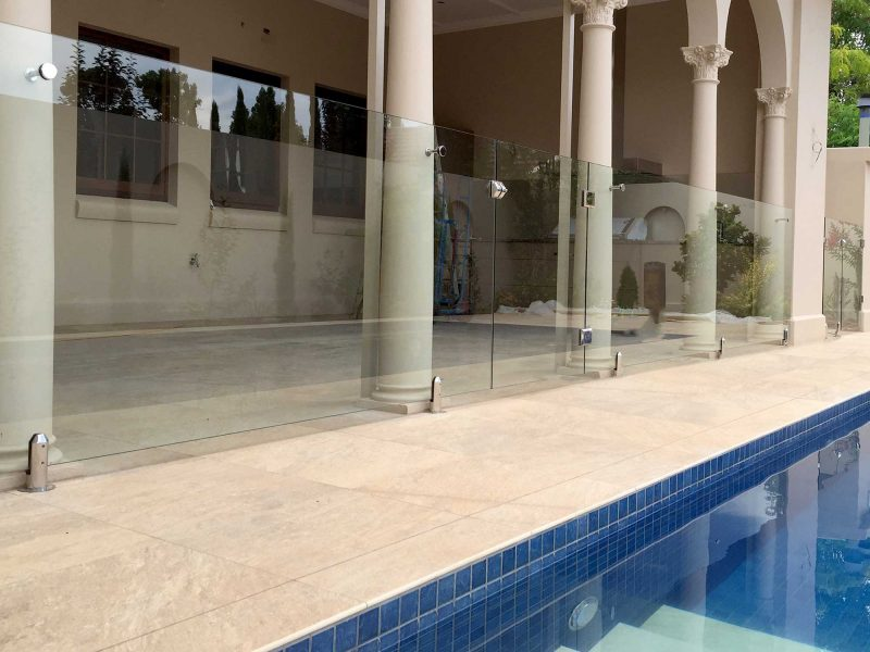 frameless-pool-fence